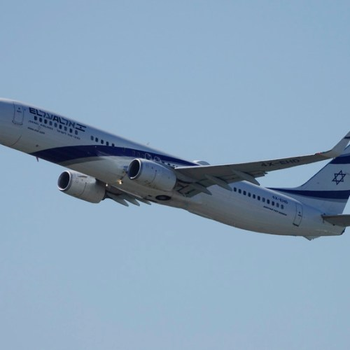 Israel's El Al agrees to cut jobs to save $30 mln a year