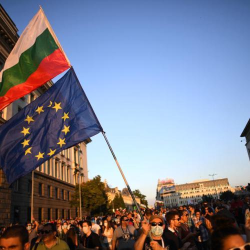 Bulgarians block central Sofia in anti-government protest
