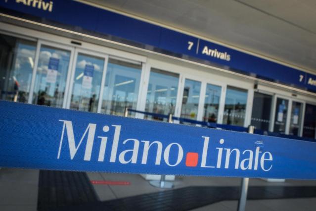 Italians advised not to travel due to coronavirus surge