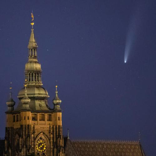 Photo Story: Comet NEOWISE above Prague