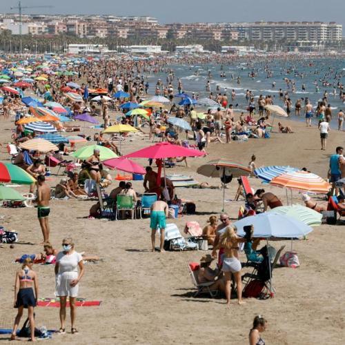 Sun-seekers in Barcelona defy coronavirus stay-at-home advice