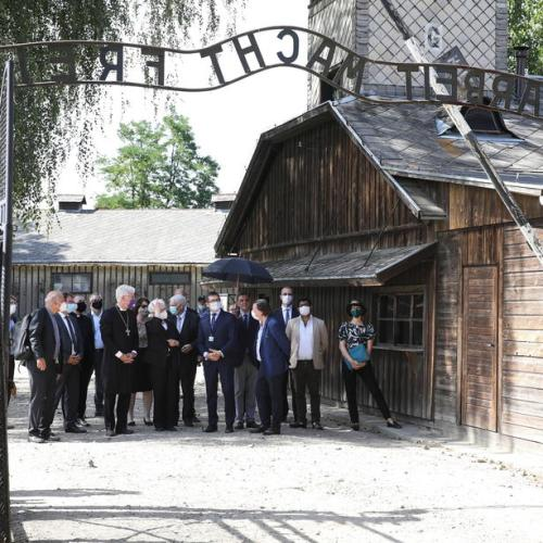 Roma and Sinti communities honour victims killed by Nazi regime during Holocaust