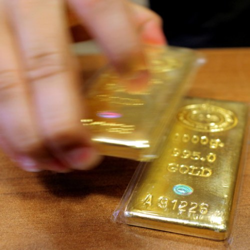Gold smashes record high as safety rush intensifies