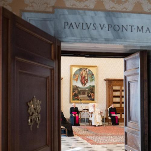 Pope to readmit faithful to general audiences from next week