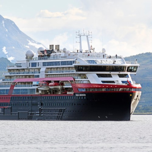 Four crew members on Norwegian cruise ship hospitalised with COVID-19