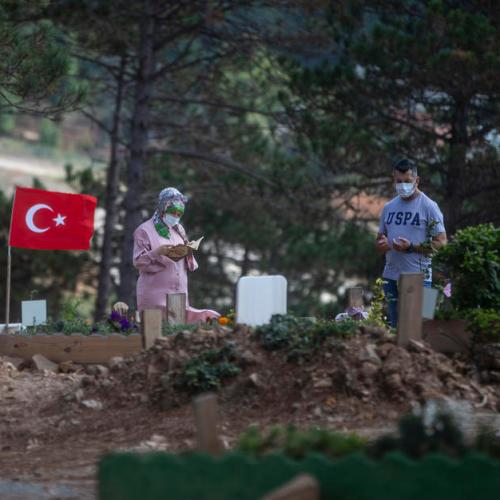 Surge in Turkish COVID cases pits doctors against politicians