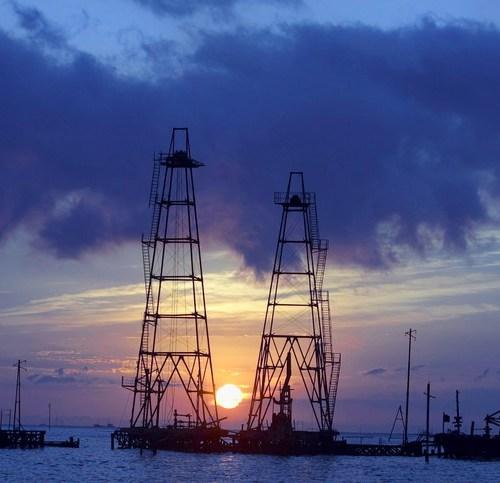 Azerbaijan's SOCAR Trading targets U.S. crude, LNG expansion