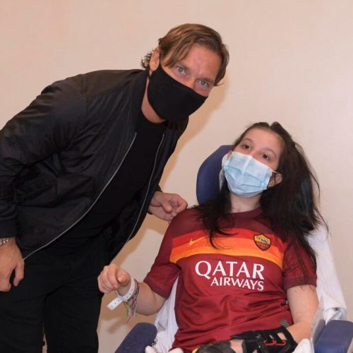 Former Roma captain Francesco Totti visits girl who woke up from coma after hearing his message