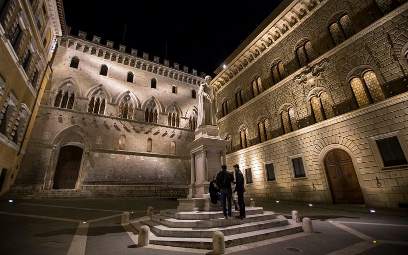 Italian banks' lending to businesses, domestic bond holdings up in July