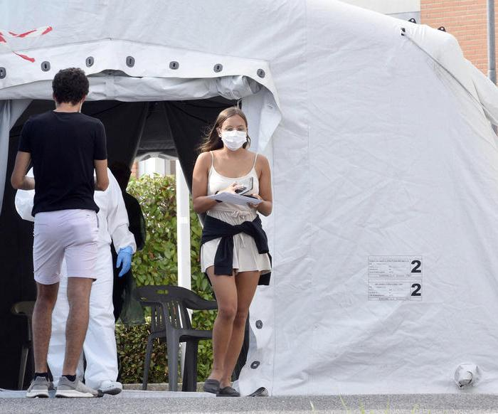 1,900 new cases, 10 deaths registered in Italy