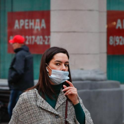Russia orders wider use of face masks, recommends bar closures as infections rise
