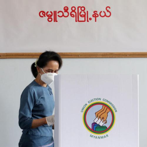 Aung San Suu Kyi votes ahead of general election