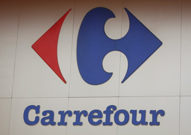 Carrefour's sales accelerate, keeps goals