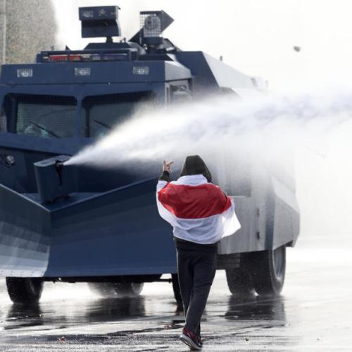 Tens of thousands rally in Minsk, police use water cannon