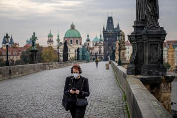 Czech jobless rate drops to 3.9% in May, vacancies near pre-COVID high