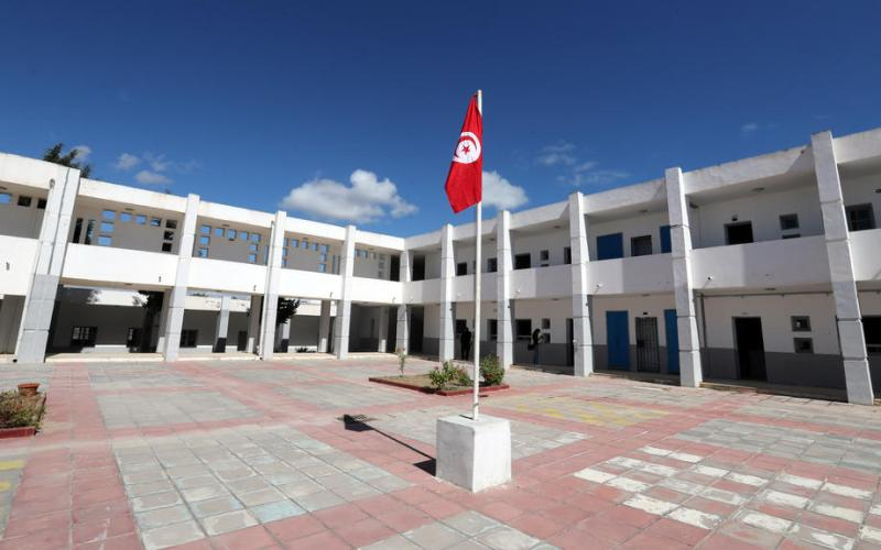 Tunisia bans internal travel to contain pandemic