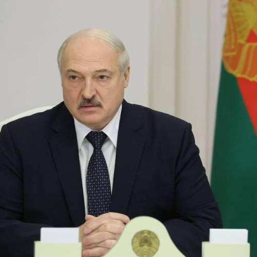 Belarus president visits political opponents in prison