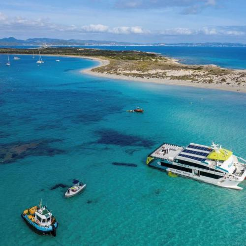 """Photo Story: Ferryboat """"Eco Lux"""" in Formentera salvaged after crash"""