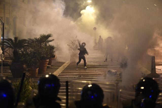 After riots in Naples, Italy set to adopt tighter virus restrictions