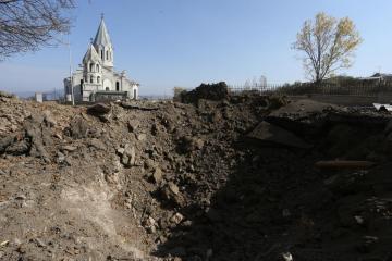 Azerbaijan hands over 15 Armenian prisoners in return for minefield maps