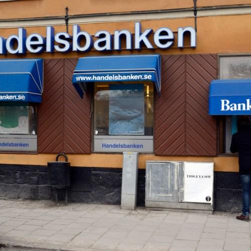 Swedes abandon cash with pandemic spurring digital shift, survey shows