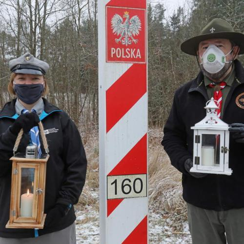 Photo Story: Polish Scouts present Bethlehem Light of Peace to Lithuania
