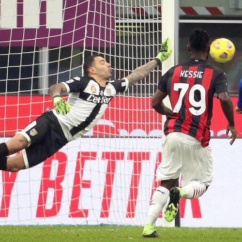 AC Milan fight back to draw 2-2 at home to Parma, Juventus grind out win at Genoa with Ronaldo penalties