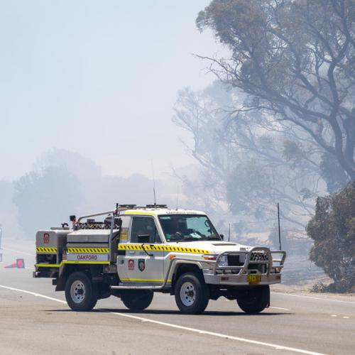 Residents flee, find shelter as bushfire nears South Australian town