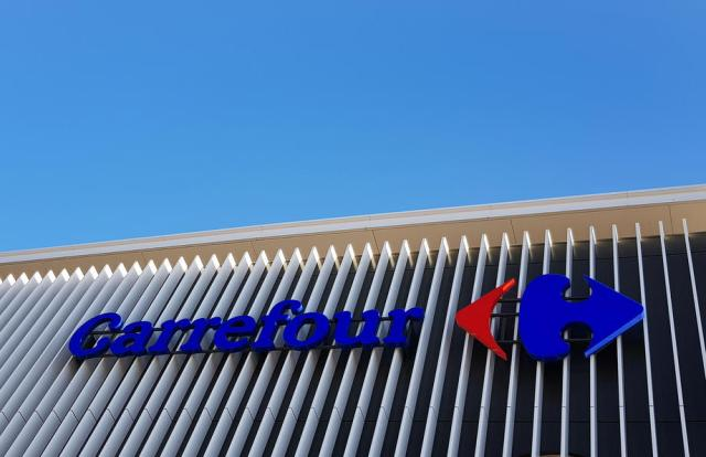 Canada's Couche-Tard drops $20 billion Carrefour takeover plan after French opposition