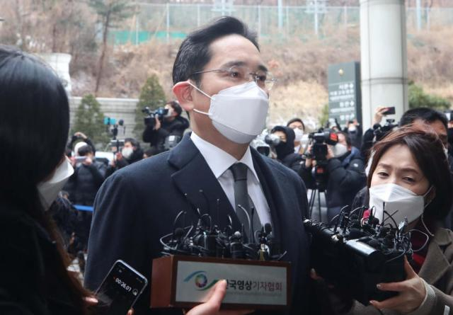 Samsung's Lee receives 30-month prison term in bribery trial