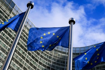 EU Commission takes further steps to channel money towards sustainable activities