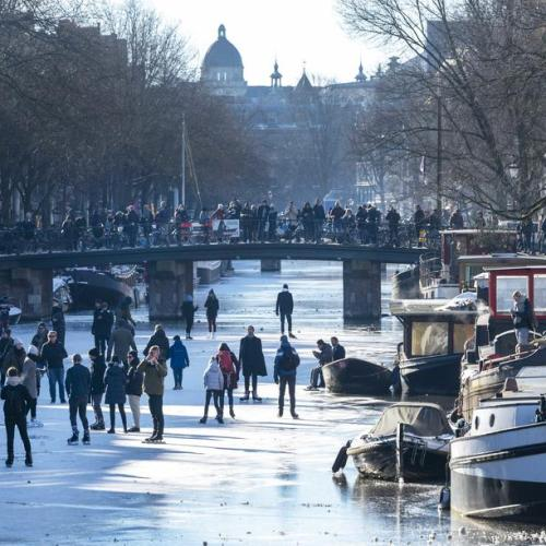 Photo Story: Ice skating on Prinsengracht in Amsterdam