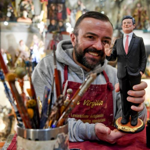 Photo Story: Mario Draghi figurine in Naples