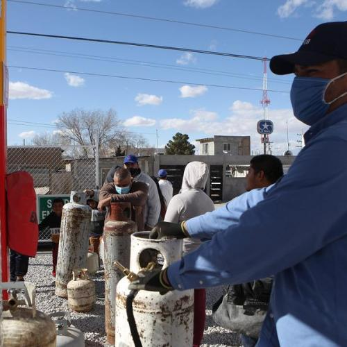 President asks Mexicans to ration power as Texas limits fuel