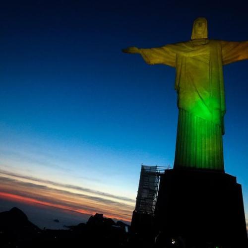 Brazil sets record 90,000 COVID-19 cases