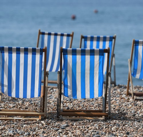 MPs urge British government to maintain ban on foreign holidays after 17 May amid variant fears