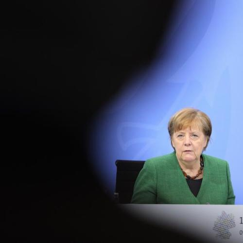 Widening face mask scandal hits Merkel's party before state votes