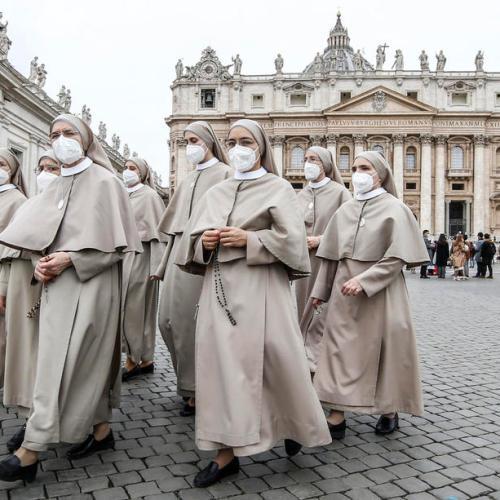 Photo Story – Pope Francis reciting the  Angelus prayer