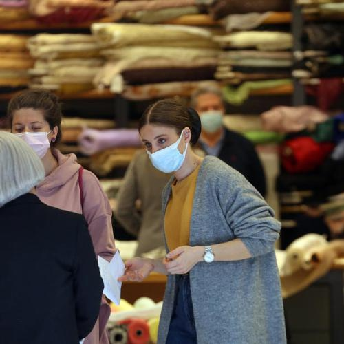Greece pledges more support for businesses as shops reopen