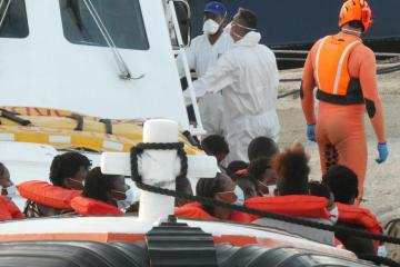 Wave of migrant landings in Lampedusa
