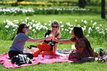 Britons spend more on golf and picnics as COVID rules relax