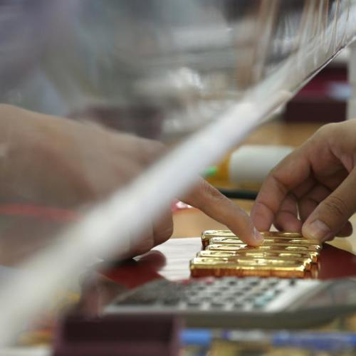 Gold steady as inflation bets counter firm U.S. dollar, yields