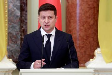 Ukraine's Zelenskiy to hold talks with Merkel, Macron about Russia standoff