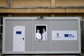 Serbia considers mandatory vaccination of health workers