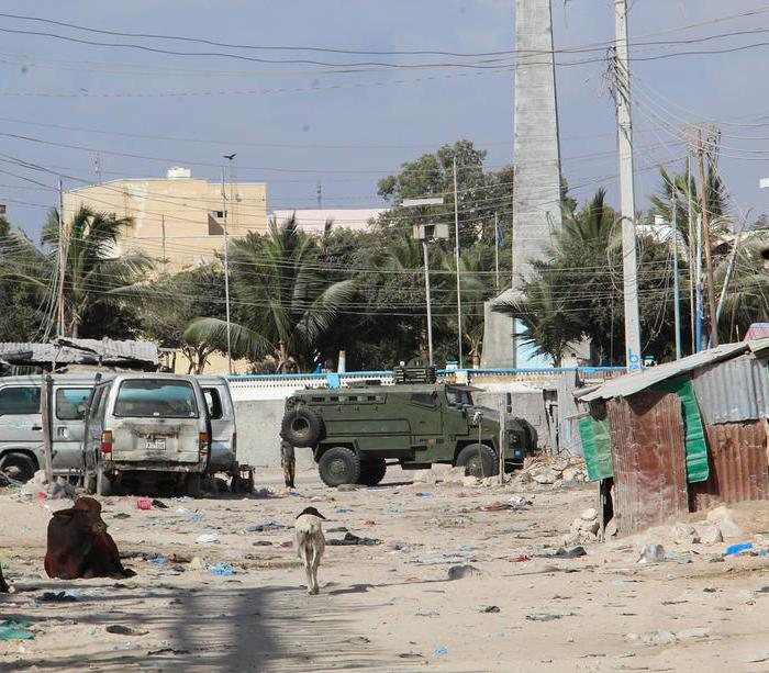 Suicide bomber wounds French troops in central Mali