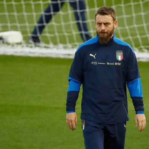 Italy coach De Rossi in hospital after testing positive for COVID-19