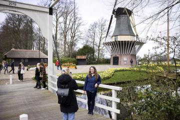 Dutch lockdown measures remain until at least April 28