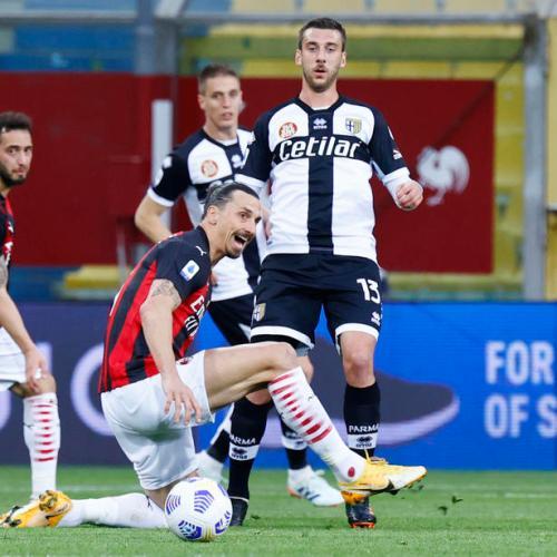 Milan edge past Parma as Ibrahimovic sees red