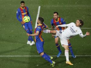 Real Madrid pull off thrilling Clasico win over Barcelona