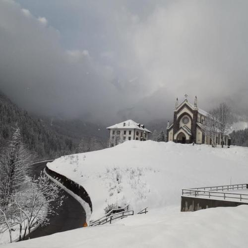 Photo Story: Snowy weather on the Dolomites